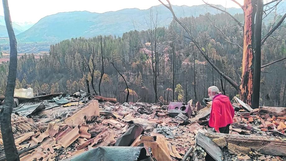 Don Osvaldo tiene 81 años y perdió todo en el incendio. Foto: gentileza