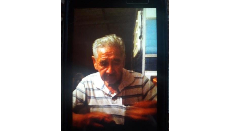 La policía pidió datos para ubicar a un hombre de 80 años que sufre demencia senil.