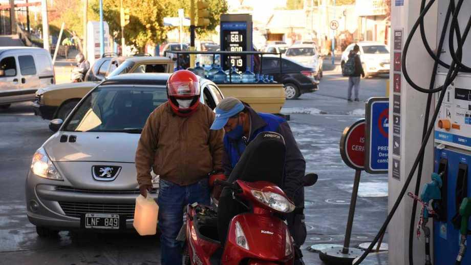 El desabastecimiento de combustible de YPF ya se siente en Neuquén y el Alto Valle. (Foto: César Izza)
