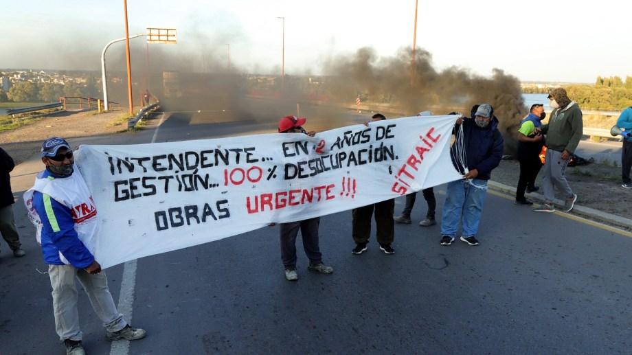 El corte fue total en el puente Basilio Villarino en Patagones. Foto  : Marcelo Ochoa