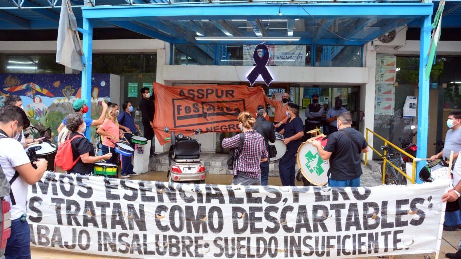 La masa salarial del 2020 en Salud se distanció del incremento general del Ejecutivo, que estuvo en el 35%. Foto : Marcelo Ochoa