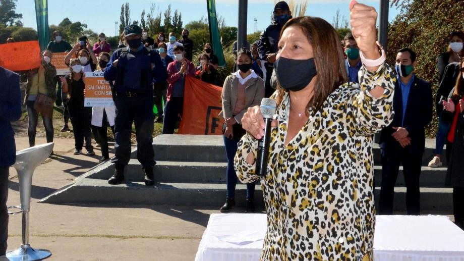 Trabajadores de la salud irrumpieron en el acto de la fundación de Viedma y Patagones. Foto : Marcelo Ochoa
