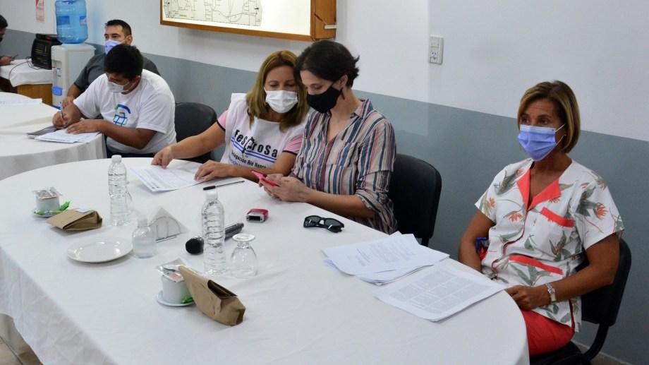 Gremios y trabajadores de la Salud se reunieron en la Secretaria de Trabajo. Foto: Marcelo Ochoa