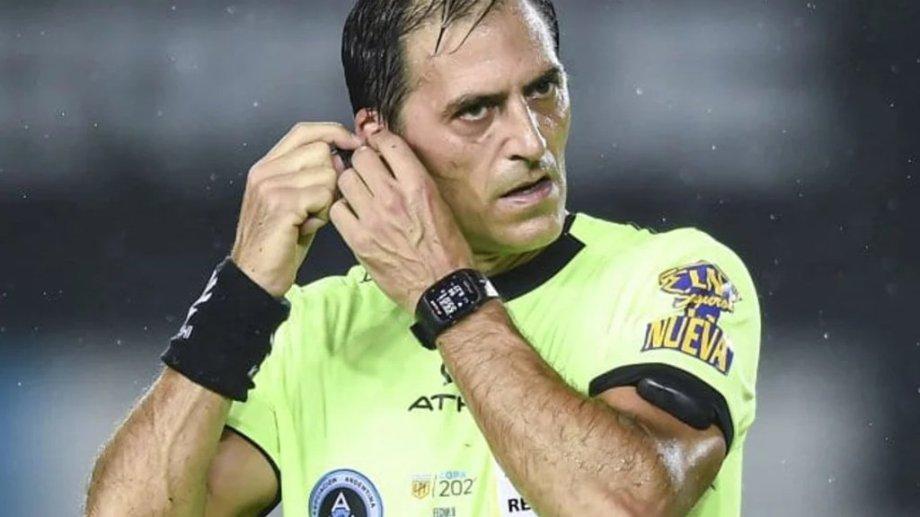 Mauro Vigliano fue el árbitro de Racing-Independiente y cobró un penal muy polémico.