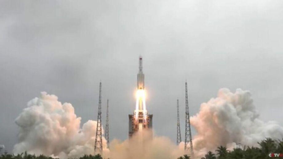 El cohete chino fue lanzado el 29 de abril, pero emprendió su regreso a la Tierra el 4 de mayo. (Gentileza).-