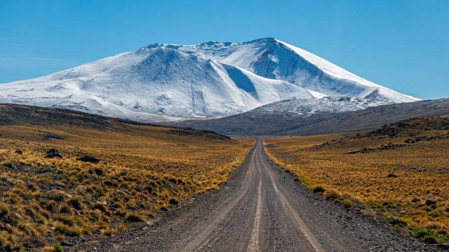 El cerro Wayle visto desde la ruta provincial 37. Foto: Ricardo Kleine Samson.