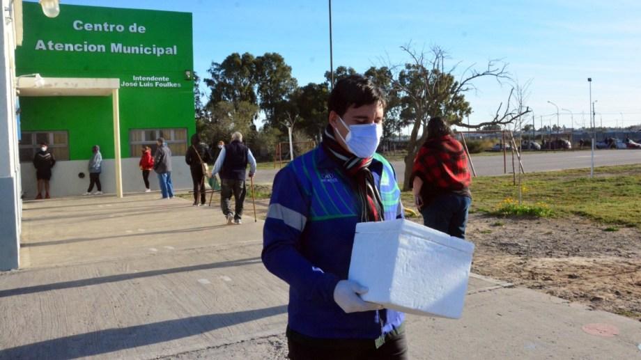 Las muestras son enviadas el hospital Zatti para su análisis. Foto: Marcelo Ochoa.