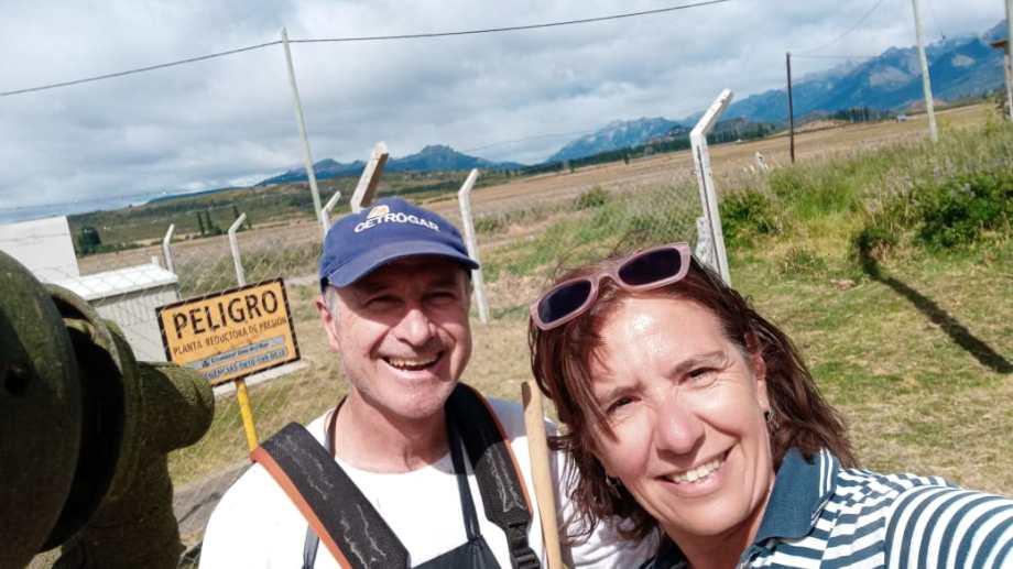 Gabriel y Mariela en El Bolsón. Un amor aún a la distancia que acortan con visitas mutuas. Eligieron la  Comarca Andina como el lugar donde vivirán juntos.