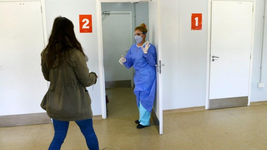 En el hospital modular de la zona oeste de Bariloche comenzaron hoy a testaer pacientes con síntomas de covid-19. Foto: Alfredo Leiva