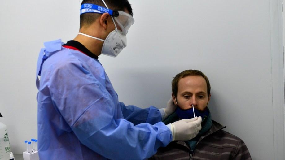 Seis de cada diez personas que se testean en Bariloche, por síntomas de covid-19, da positivo. Foto: Alfredo Leiva