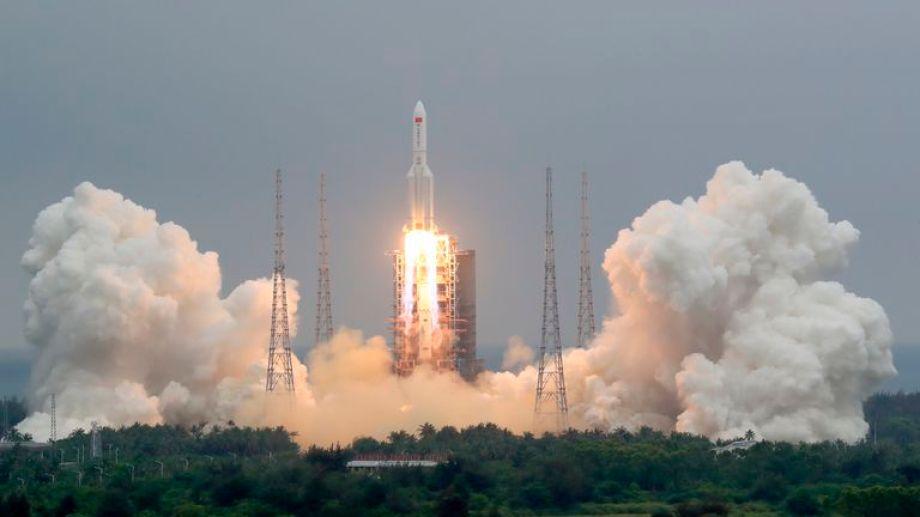 Caerá en la Tierra un cohete chino fuera de control.