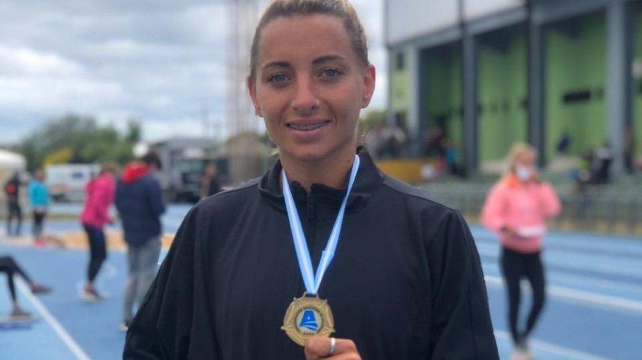 La atleta Evangelina Thomas corrió y atrapó a un ladrón.