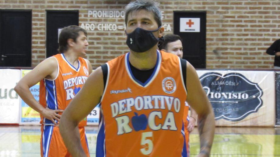 García Barros fue uno de los pocos que jugó con tapabocas.