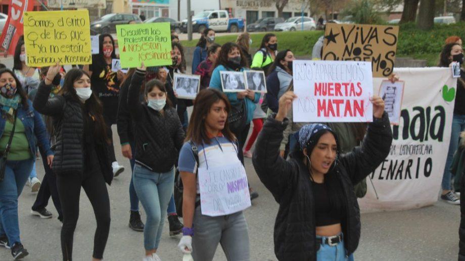 La marcha por el nuevo femicidio. Foto: Centenario Digital