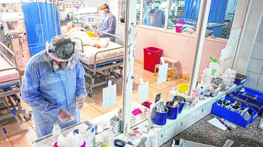 La ocupación de camas de terapia intensiva es el dato que inquieta ante el aumento de contagios. (Foto: Juan Thomes)