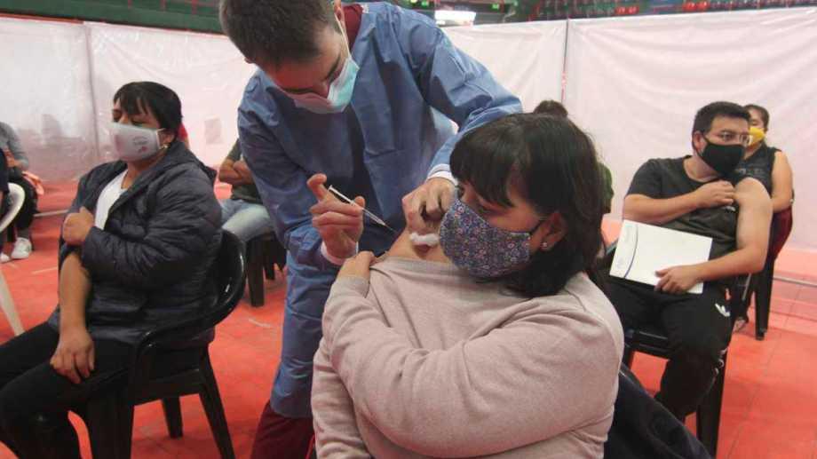Según el último parte ya se vacunó al 36%  de la población con primeras dosis en Neuquén. (Archivo Oscar Livera).-