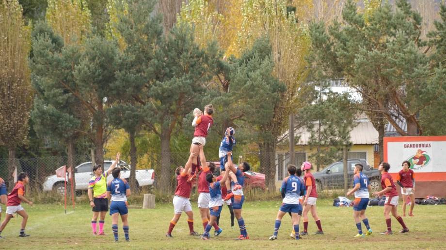 Rugby y naturaleza. Así jugaron los juveniles en San Martín el último fin de semana. Fotos: Patricio Rodríguez.