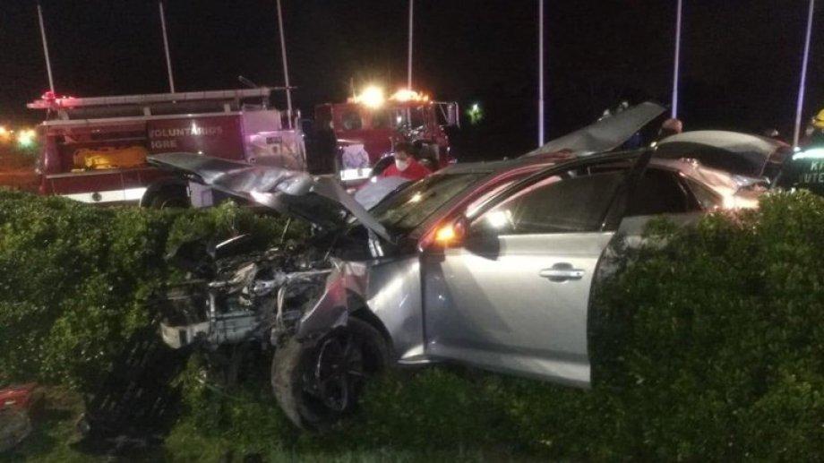 Así quedó el coche que manejaba el adolescente. Se estima que es de su padre. Foto: Infobae.-