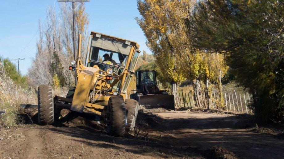 Motoniveladoras y operarios de empresa Ingeniería y Arquitectura, iniciaron, tareas de desmalezamiento y limpieza del terreno. Foto: gentileza.