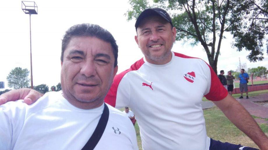 Velázquez (derecha) es entrenador de arqueros en Independiente.