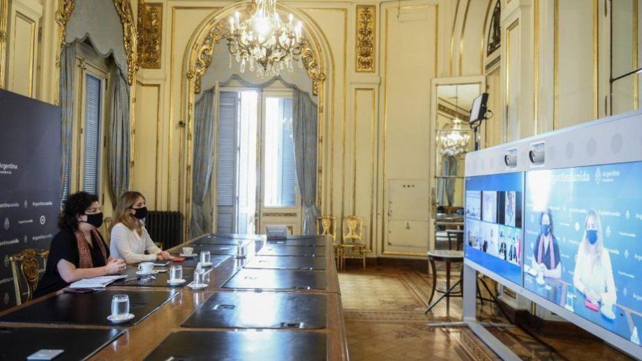 Vizzotti y la asesora presidencial Cecilia Nicolini, durante la negociaciones de hoy.
