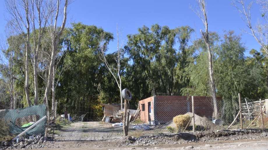 En Tronador al fondo, desde Boer hasta el río Limay 25 familias recibieron notificaciones judiciales de una demanda de desalojo (foto Yamil Regules)