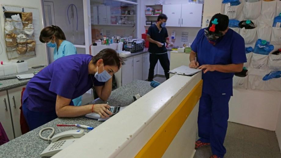 El hospital López Lima tenía ayer sólo una cama libre y en toda la ciudad la ocupación era del 95,9%. (Foto: Juan Thomes)