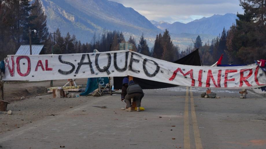 El corte de la ruta 40 en Lago Puelo se prolongó por ocho días. Este fin de semana quedó liberado el tránsito. Foto Archivo: Alfredo Leiva
