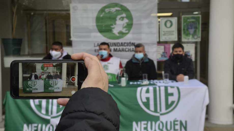 Dirigentes de ATE Salud brindaron una conferencia de prensa frente al sindicato. Foto: Yamil Regules.