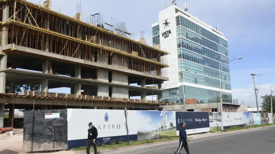 Los edificios en la isla 132 no tiene autorización para el uso residencial, sólo oficinas y hotelería (foto Florencia Salto)