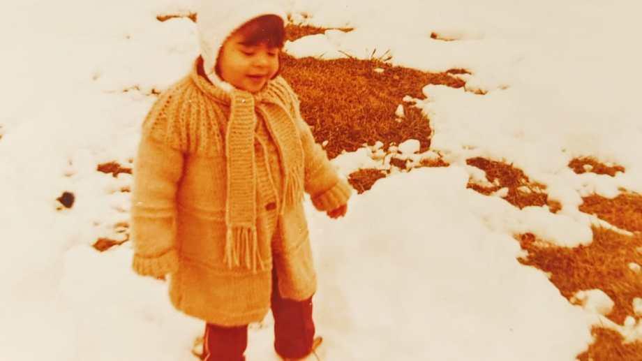Frío, nieve y Cecilia divirtiéndose.