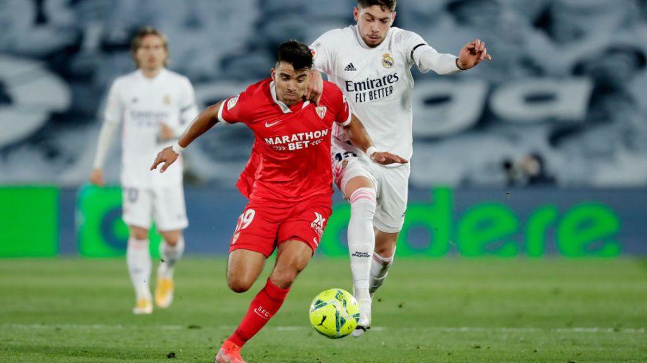 El zapalino Acuña tuvo un buen partido en el empate de su equipo, Sevilla, ante Real Madrid.