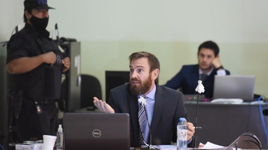 El fiscal José Nebbia solicitó la continuación de las audiencias mientras los equipos de defensa preparan las pruebas. (Florencia Salto)