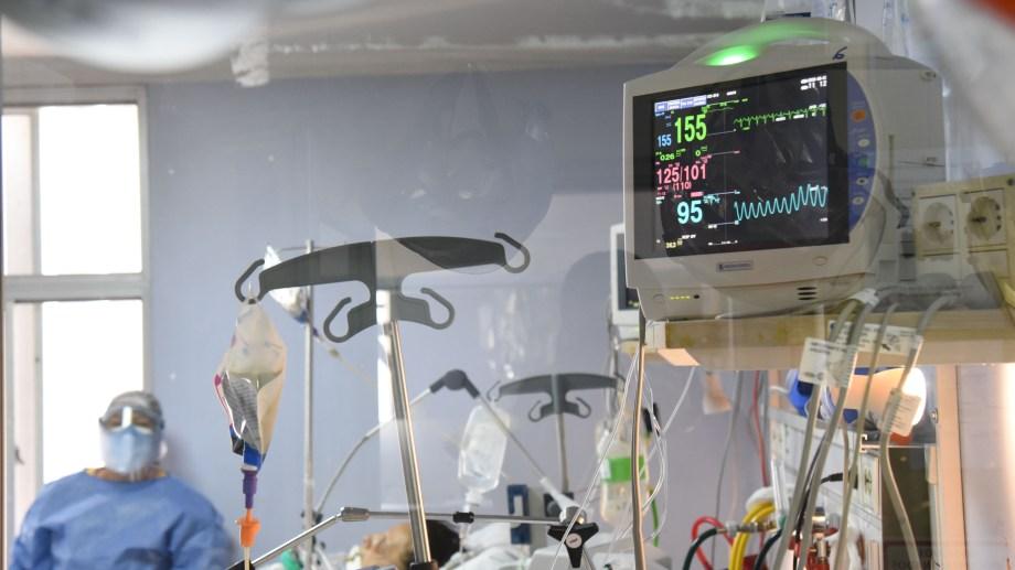 La ocupación en unidades de cuidados intensivos es del 96%, según los datos oficiales. Foto Florencia Salto.