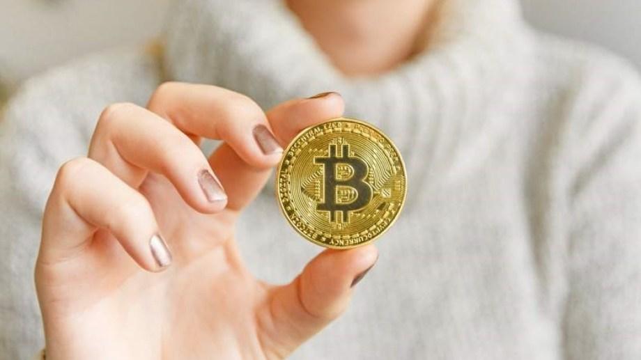 La criptomoneda llegó a valer más de 65 mil dólares.-