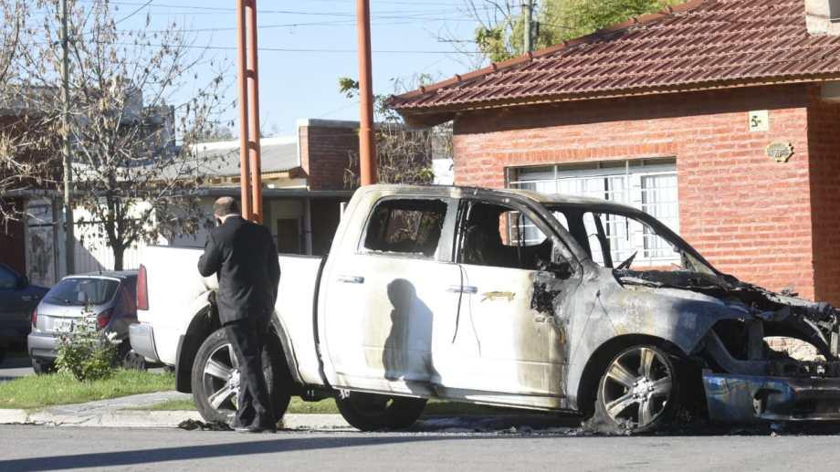 El vehículo estaba estacionado en las inmediaciones de la vivienda. (Florencia Salto)