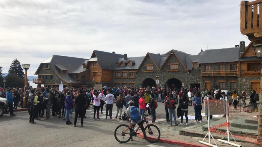 Una de las protestas que realizaron los propietarios de gimnasios y natatorios en Bariloche. Foto: gentileza
