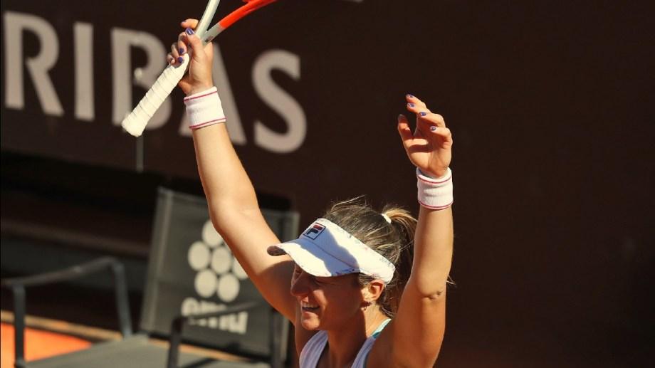 Nadia y una victoria que quedará en la historia del deporte argentino. Foto: AP