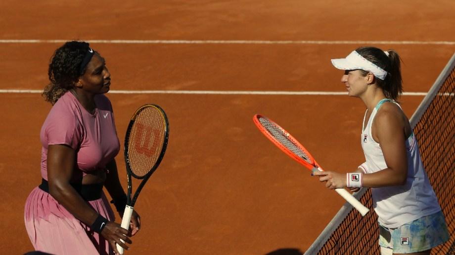 El saludo de la tarde en Roma, entre Serena y Nadia. Foto: AP