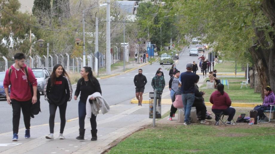 Se controlaran los espacios públicos y locales comerciales, aseguraron desde la Municipalidad de Neuquén. (Oscar Livera)