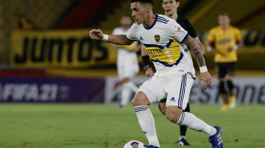 Cristian Pavón fue el único que se mostró activo en ataque para Boca en la primera parte.