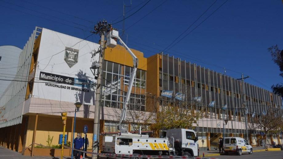 La falla se produjo en una línea de media tensión en Mitre y Sarmiento. (foto: Emiliana Cantera)