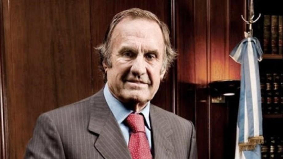 """El senador santafesino Reutemann continúa en cuidados intensivos con """"pronóstico reservado""""."""