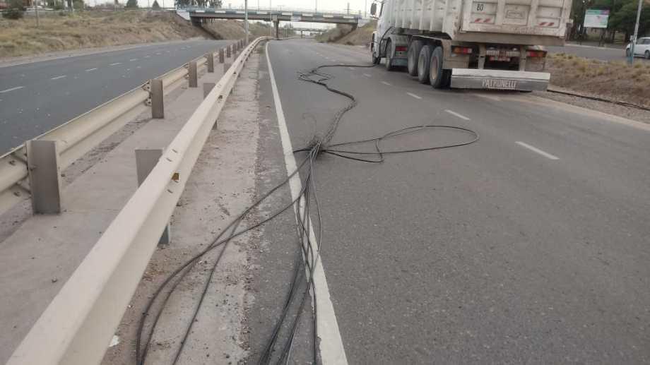 El corte de un cable de fibra óptica dejó varias localidades sin internet y sin televisión por cable, (foto: gentileza)