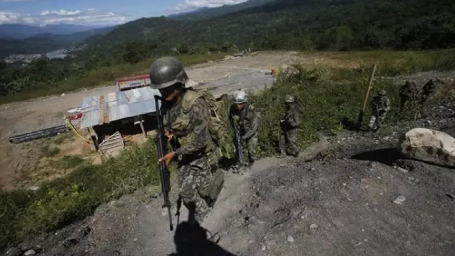 Militares en la región del VRAEM, donde tiene presencia la guerrilla maoísta Sendero Luminoso. Foto: El Comercio.-