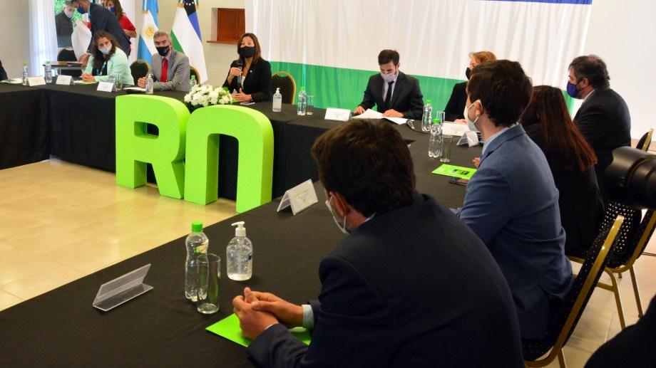La reunión se extendió por 20 minutos porque solo tuvo tratamiento de las dimisiones elevadas por Zaratiegui y Mansilla. Foto: Marcelo Ochoa