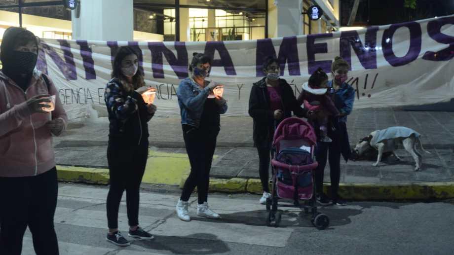 La concentración se llevó a cabo en Avenida Roca y Tucumán. Fotos: Andrés Maripe.