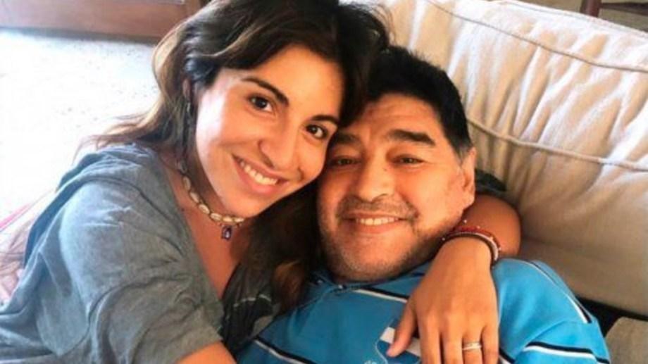 La segunda hija de Maradona con Claudia se manifestó públicamente contra la subasta de los bienes.-
