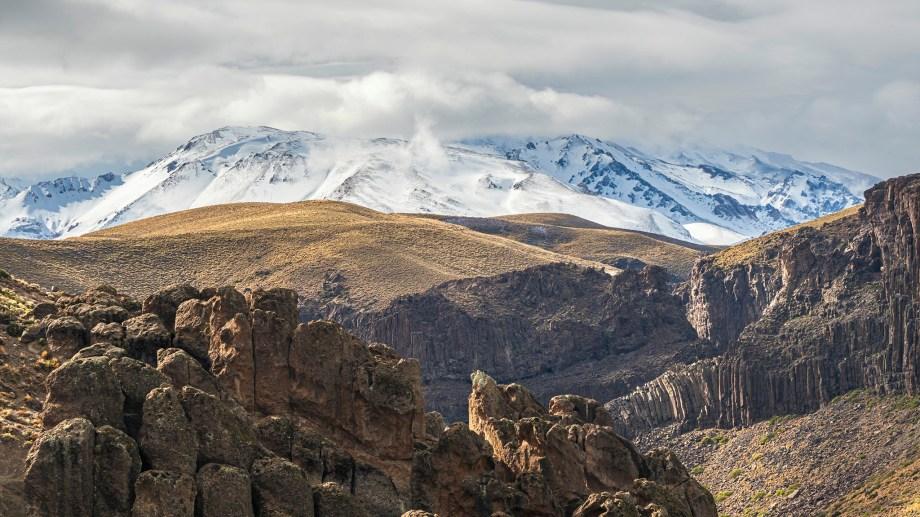 Todos las vistas conducen al Domuyo. Fotos: Ricardo Kleine Samson