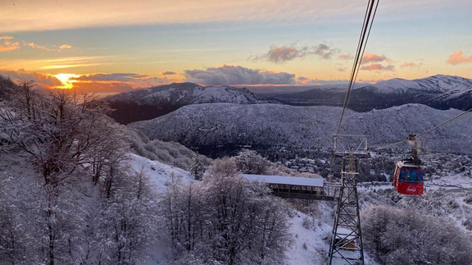 La postal blanca que hoy luce el cerro Catedral entusiasma de cara a la temporada de esquí.